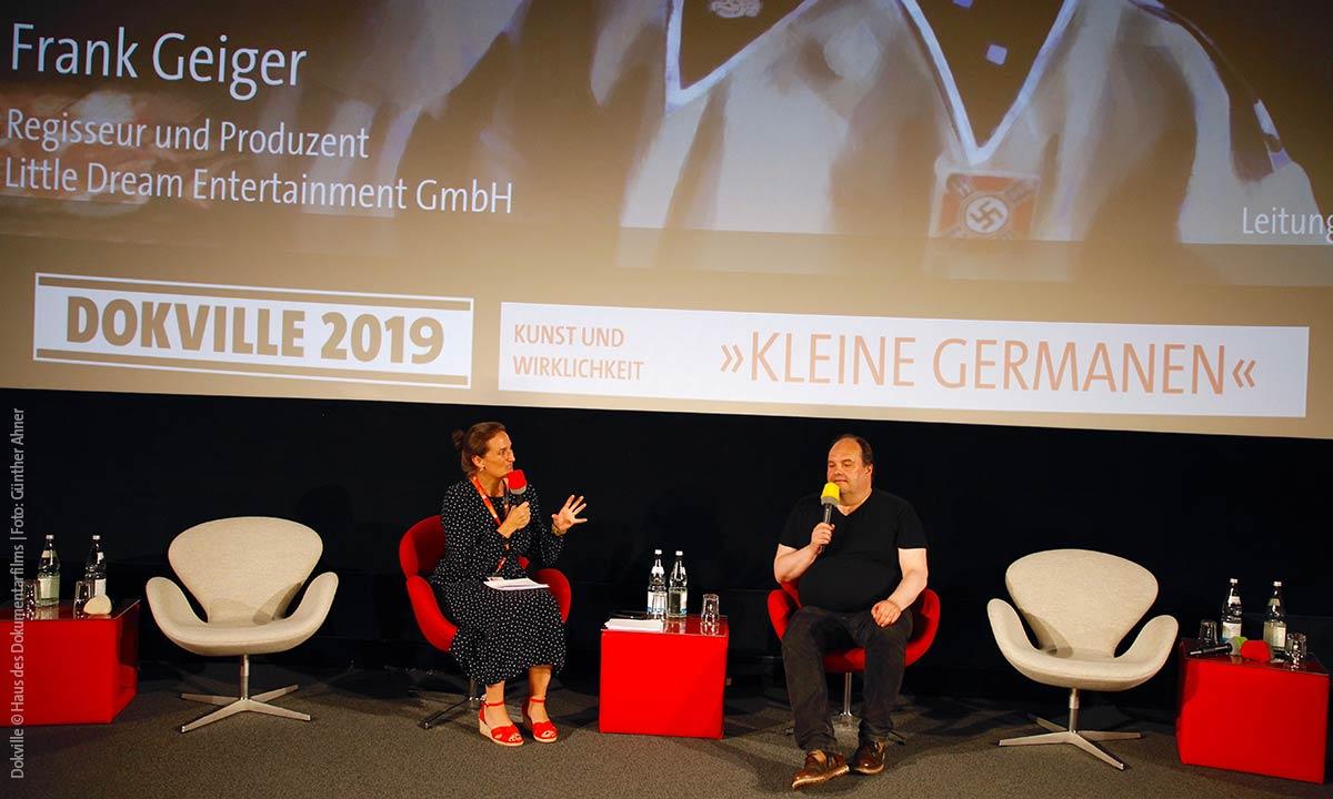 """Frank Geiger (""""Kleine Germanen"""") im Gespräch mit Flora Roever (Foto: Günther Ahner/HDF)"""