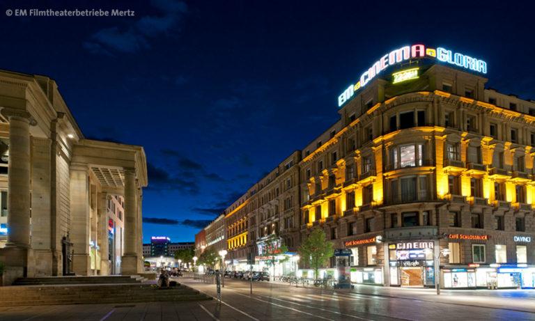 Aufnahme Innenstadtkino Cinema Stuttgart in der blauen Stunde (Foto: EM Filmtheaterbetriebe Mertz, Stuttgart)
