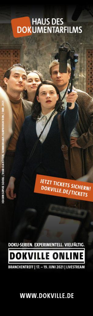 DOKVILLE online 2021 Hauptvisual als Skyscraper mit Text (Foto: Rebecca Rütten, Sommerhaus Film/SWR)