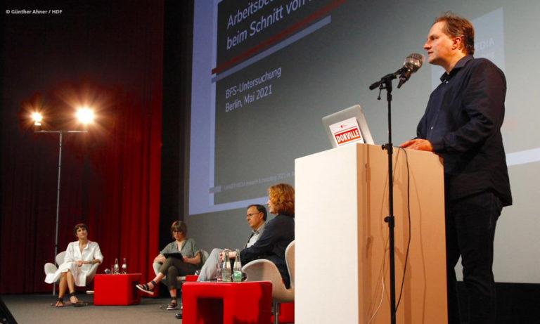 Dietmar Kraus während der Präsentation auf dem BFS-Panel bei DOKVILLE 2021 © Günther Ahner/HDF