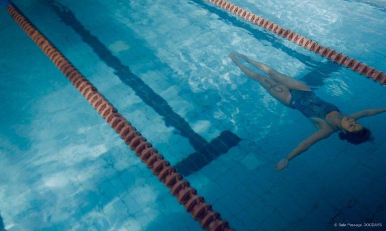 """Filmstill aus """"Die Freischwimmerin"""" © Safe Passage, DOCDAYS"""