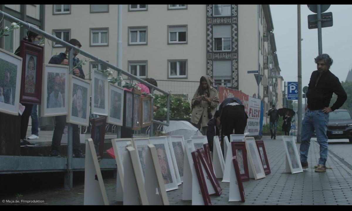 """Filmstill aus """"Im Kleinformat"""": Feras Fayyad vor Gericht © Ma.Ja.De. Filmproduktion"""